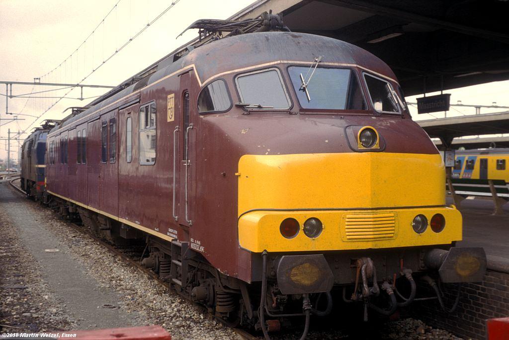 http://www.eisenbahnhobby.de/Holland/142-38_mP3001_Maastricht_1980-01-27_S.jpg