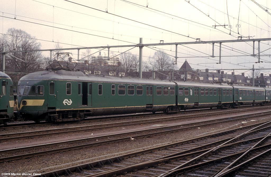 http://www.eisenbahnhobby.de/Holland/142-39_BDk643_Maastricht_1980-01-27_S.jpg