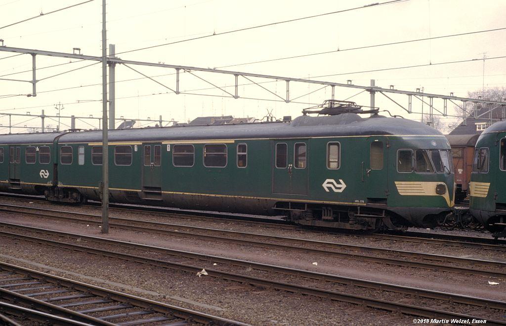 http://www.eisenbahnhobby.de/Holland/142-40_ABDk276_Maastricht_1980-01-27_S.jpg