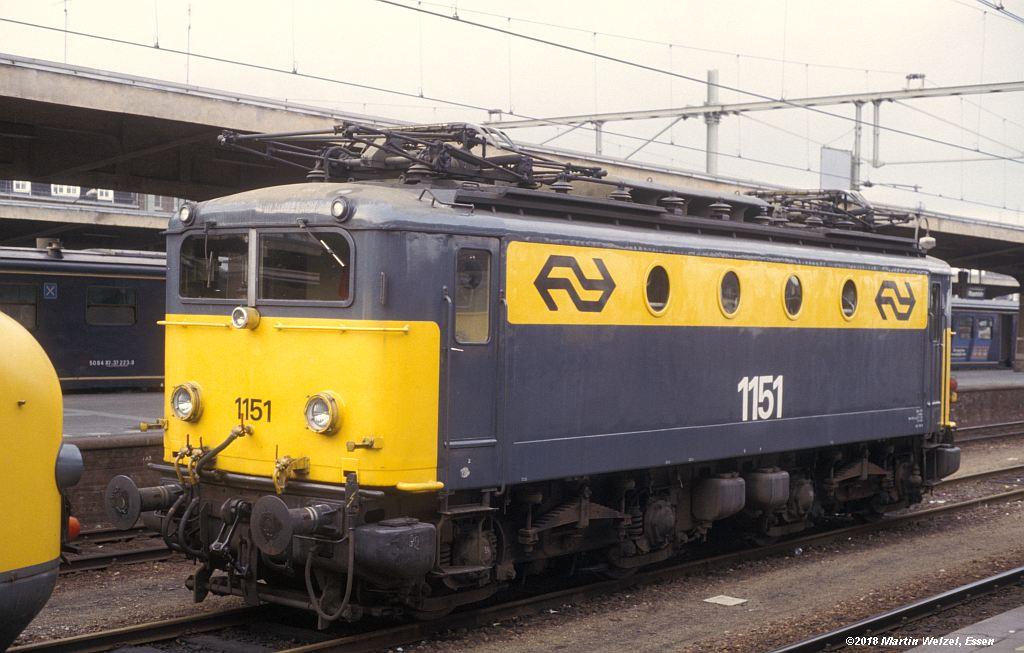 http://www.eisenbahnhobby.de/Holland/142-43_1151_Maastricht_1980-01-27_S.jpg