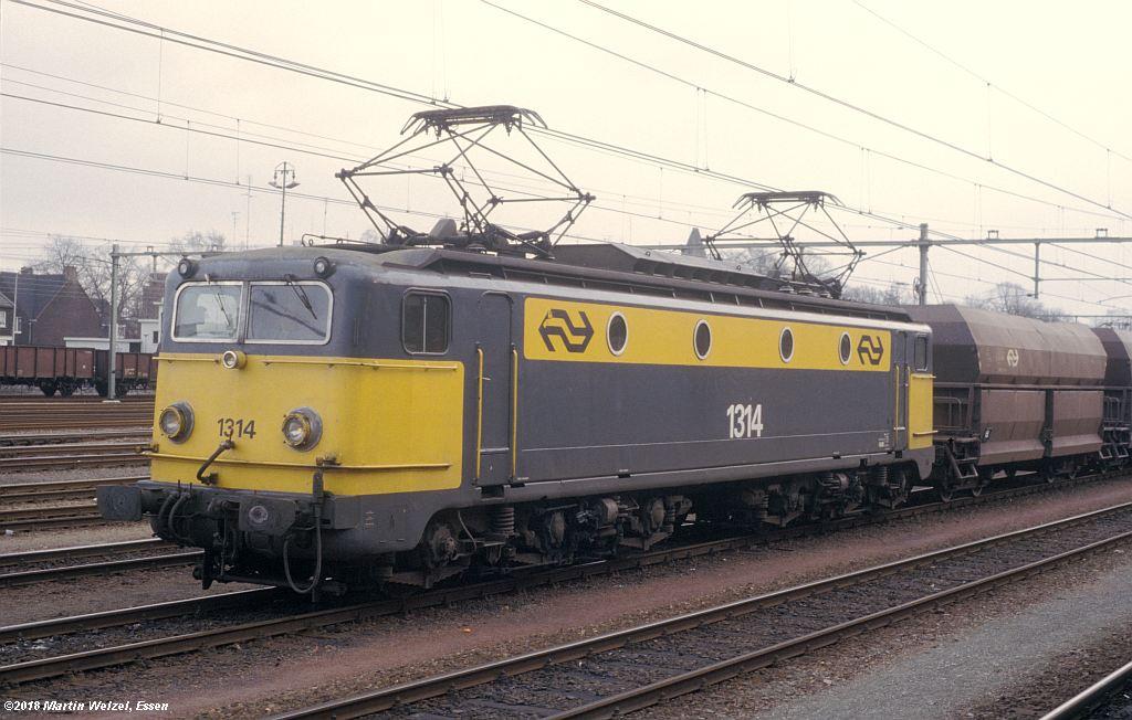 http://www.eisenbahnhobby.de/Holland/142-44_1314_Maastricht_1980-01-27_S.jpg
