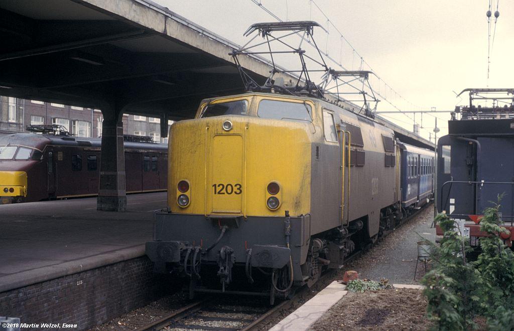 http://www.eisenbahnhobby.de/Holland/142-46_1203_Maastricht_1980-01-27_S.jpg