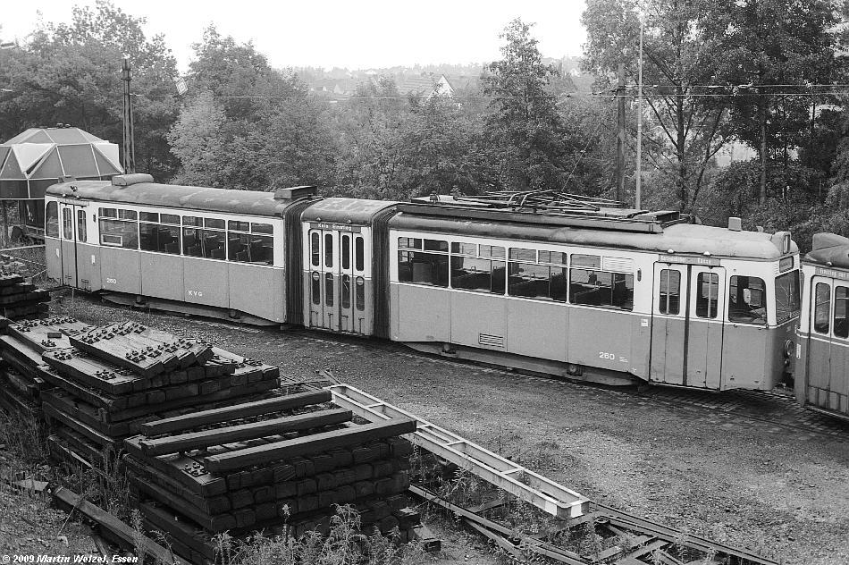 http://www.eisenbahnhobby.de/Kassel/SW1083-27_KVG260_KS-HollStr_17-10-82_S.JPG