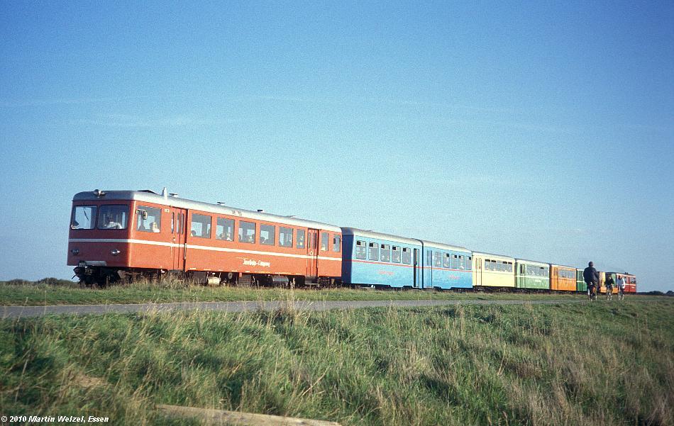 http://www.eisenbahnhobby.de/Langeoog/257-39_VT3_Langeoog_4-10-89_S.JPG
