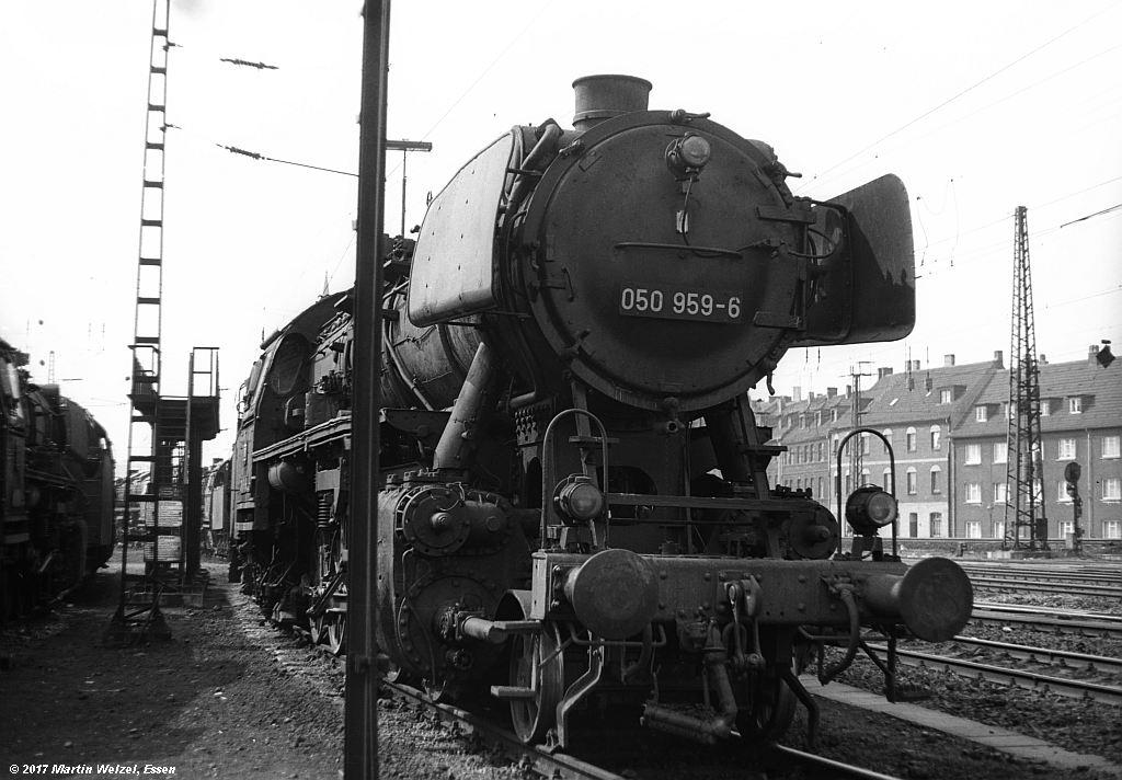 http://www.eisenbahnhobby.de/Oberhausen/SW279-20_050959_OB-OsterfeldSued_22-4-73_S.jpg