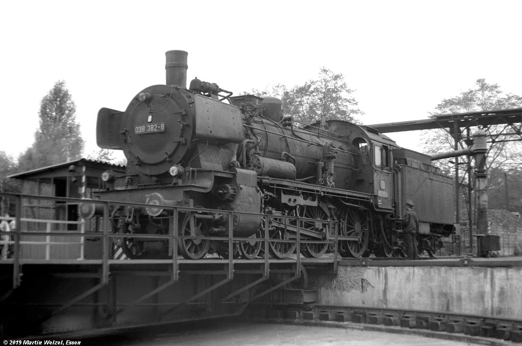 http://www.eisenbahnhobby.de/Rottweil/SW365-5_038382_Rottweil_1973-08-18_S.jpg