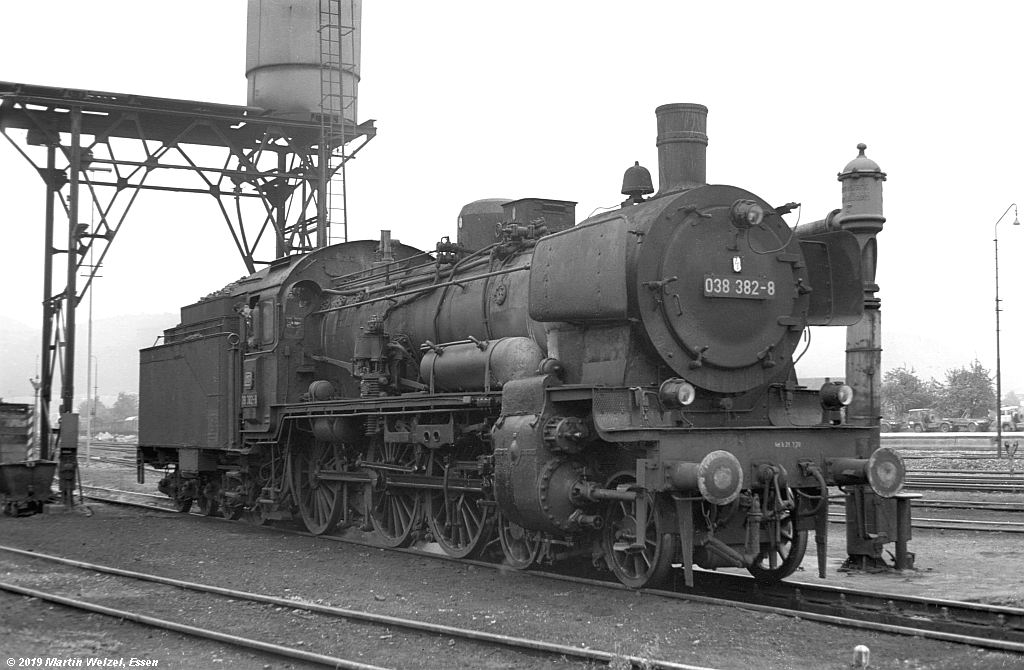 http://www.eisenbahnhobby.de/Rottweil/SW371-37_038382_Rottweil_1973-08-18_S.jpg