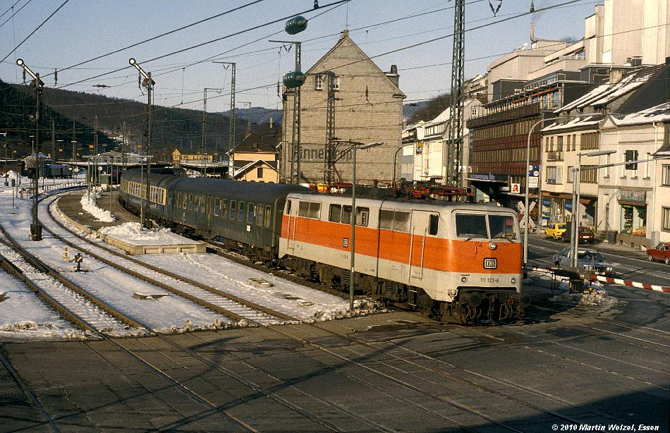 http://www.eisenbahnhobby.de/Versch/219-45_111123_Finnentrop_16-2-83_S.JPG