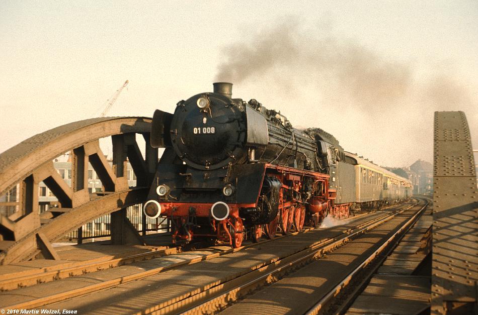 http://www.eisenbahnhobby.de/Versch/22-29_01008_Muelheim_9-12-73_S.JPG