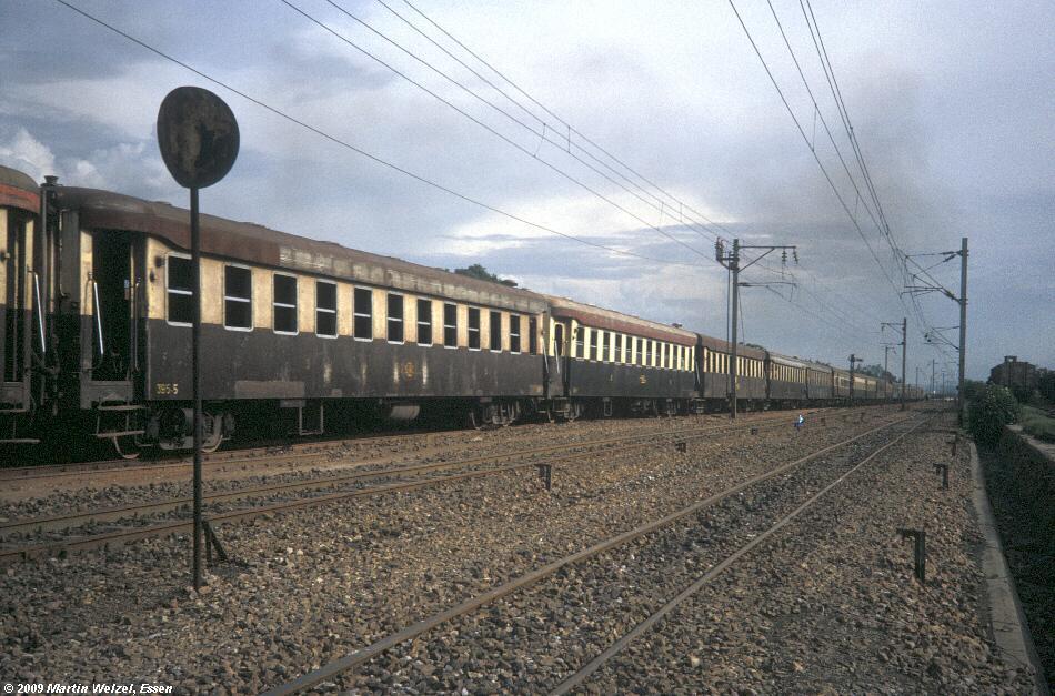 http://www.eisenbahnhobby.de/Zaire/260-12_SNCZ-Wagen385_Lubumbashi_21-1-91_S.jpg