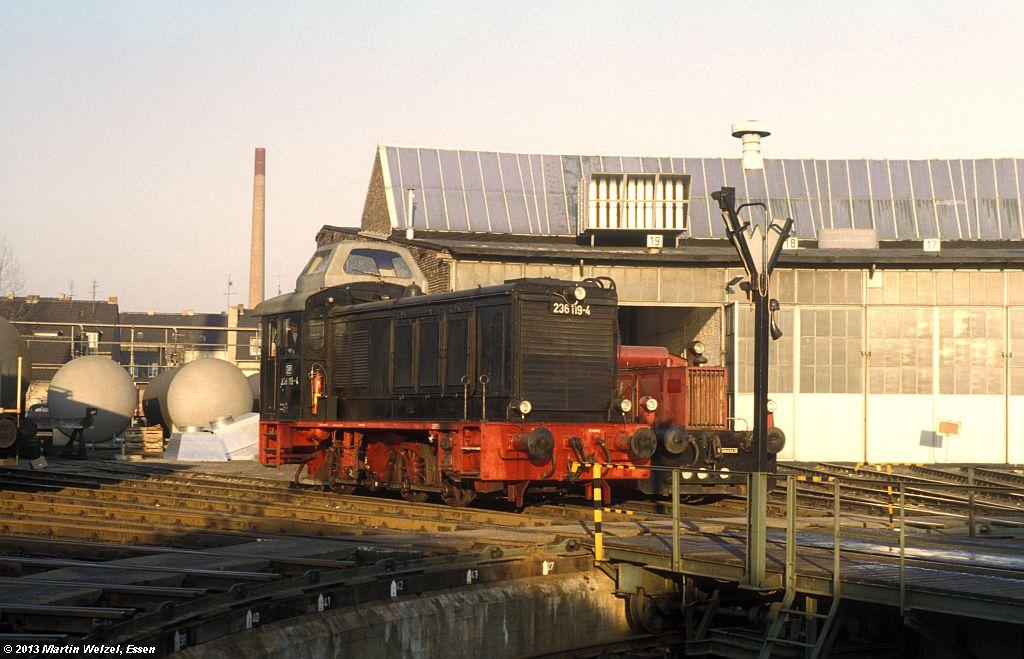 http://www.eisenbahnhobby.de/krefeld/110-46_236119_BwKrefeld_7-12-78_S.jpg