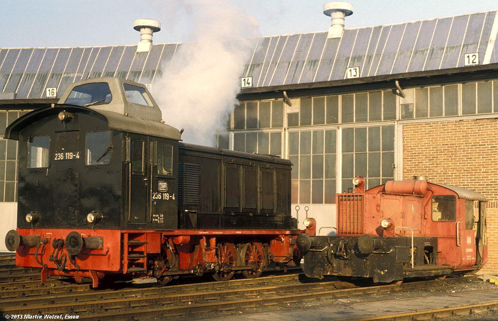 http://www.eisenbahnhobby.de/krefeld/110-50_236119-324049_BwKrefeld_7-12-78_S.jpg