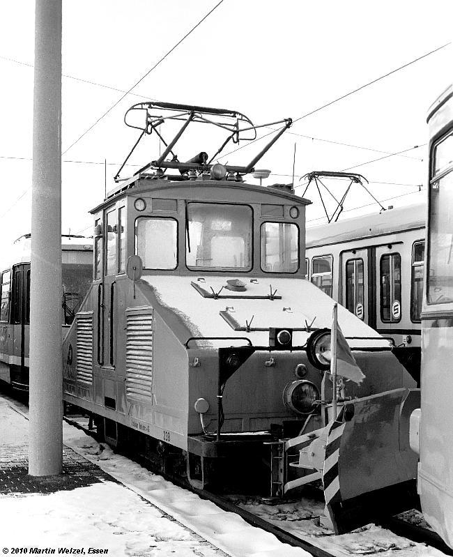 https://www.eisenbahnhobby.de/krefeld/SW1010-9A_KR238_KR-Weeserweg_20-12-81_S.JPG