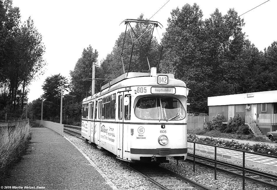 http://www.eisenbahnhobby.de/krefeld/SW962-19_KR605_KR-Magdeburger_Str_15-7-80_S.JPG