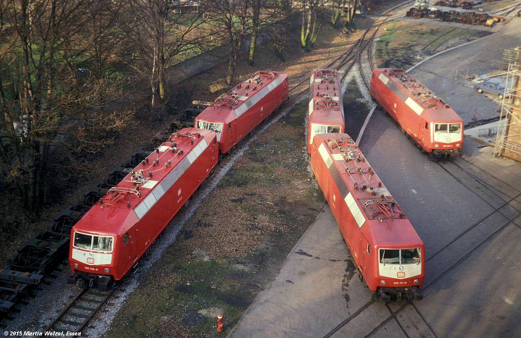 https://www.eisenbahnhobby.de/krupp/245-42_120132+108+111+105+102_KruppM3_18-1-88_S.jpg