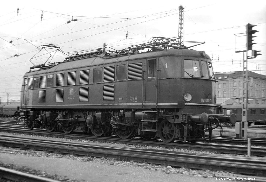http://www.eisenbahnhobby.de/muenchen/SW356-42_118017_MuenchenHbf_18-7-73_S.jpg