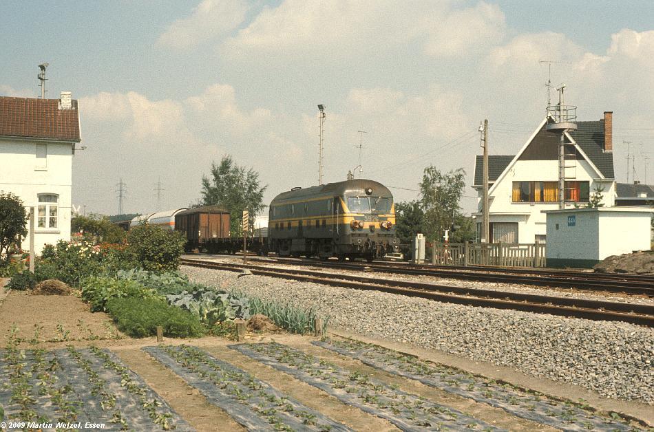 http://www.eisenbahnhobby.de/sncb/104-40_5926_Bilzen_18-8-78_S.JPG