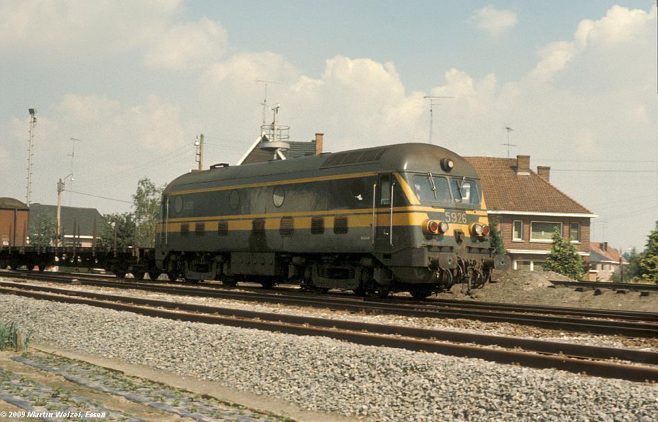 http://www.eisenbahnhobby.de/sncb/104-41_5926_Bilzen_18-8-78_S.JPG