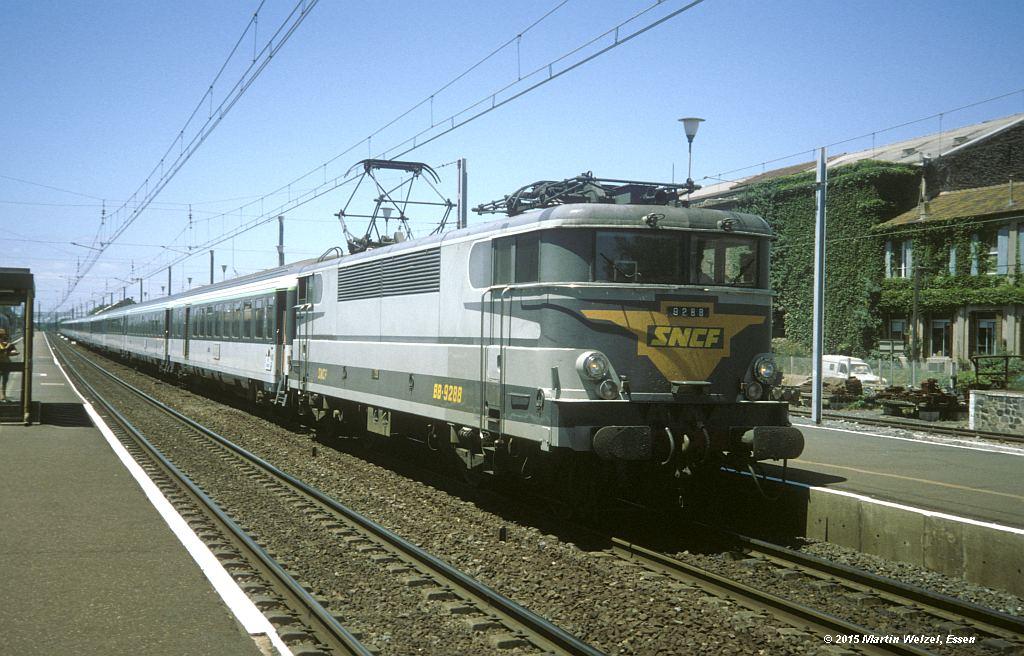http://www.eisenbahnhobby.de/sncf/278-17_BB9288_Agde_7-7-94_S.jpg