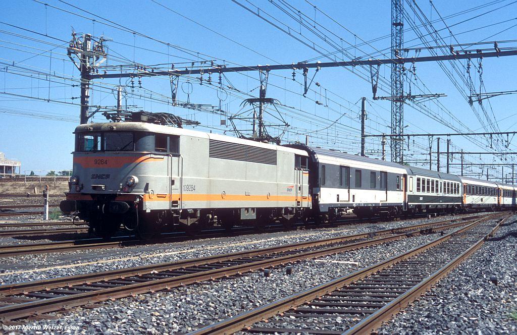 http://www.eisenbahnhobby.de/sncf/362-49_BB109284_Narbonne_1-7-99_S.jpg