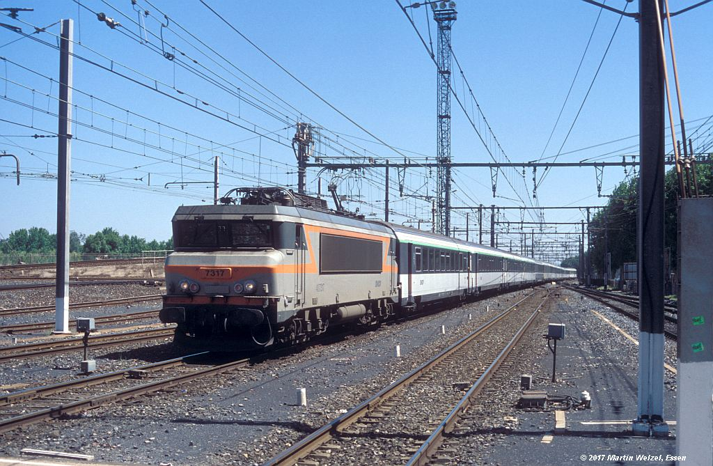 http://www.eisenbahnhobby.de/sncf/362-50_BB407317_Narbonne_1-7-99_S.jpg