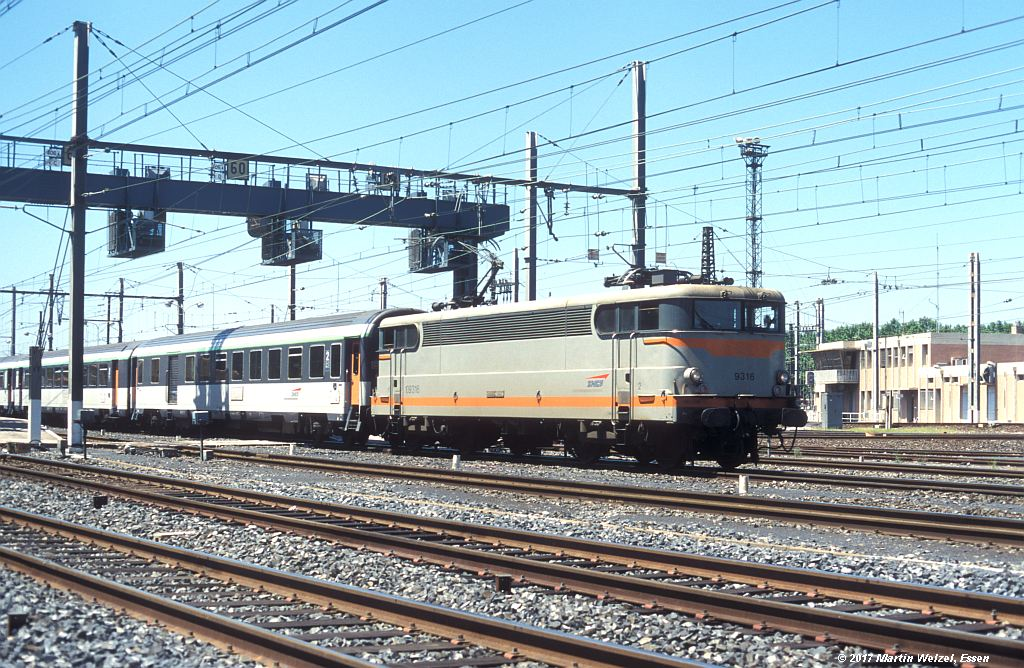 http://www.eisenbahnhobby.de/sncf/363-15_BB109316_Narbonne_1-7-99_S.jpg