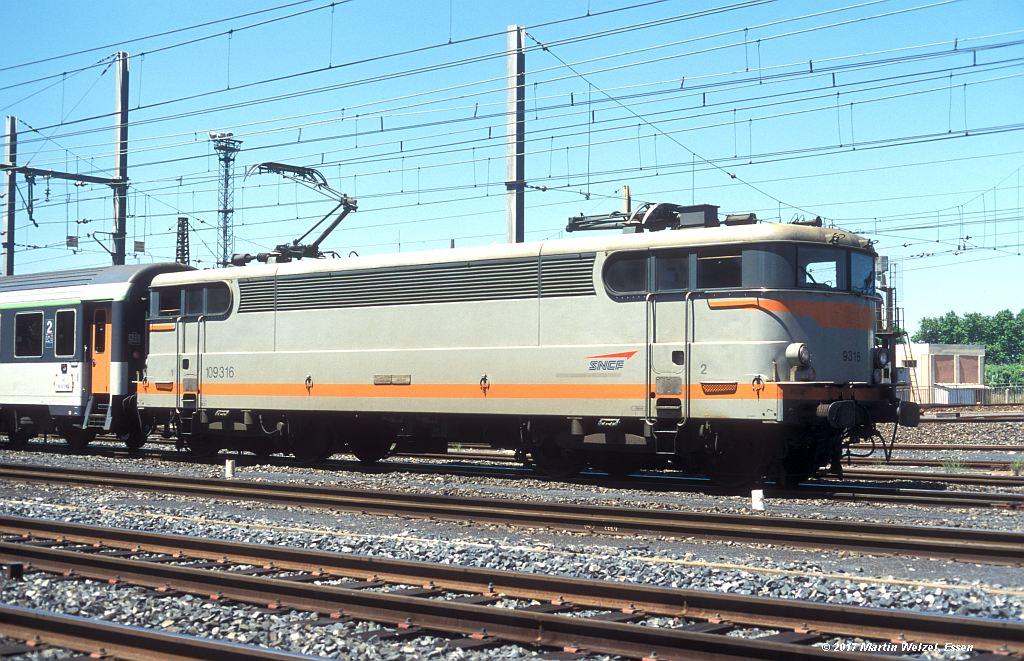 http://www.eisenbahnhobby.de/sncf/363-16_BB109316_Narbonne_1-7-99_S.jpg