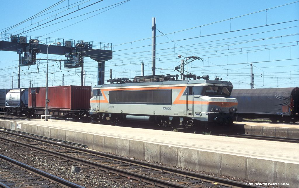 http://www.eisenbahnhobby.de/sncf/363-17_BB422214_Narbonne_1-7-99_S.jpg