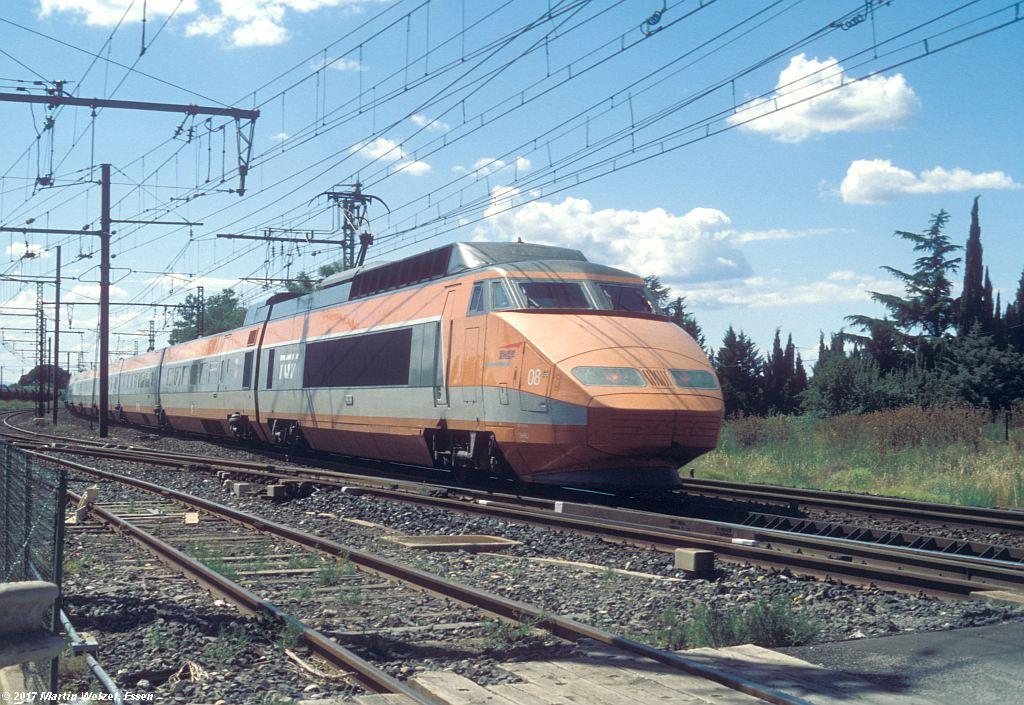 http://www.eisenbahnhobby.de/sncf/367-38_TGV23016_Lunel_6-7-99_S.jpg