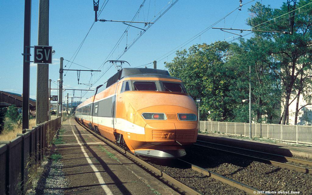 http://www.eisenbahnhobby.de/sncf/367-49_TGV23022_Frontignan_6-7-99_S.jpg