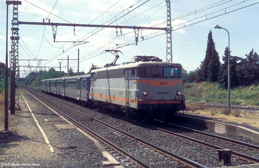 http://www.eisenbahnhobby.de/sncf/368-19_BB9307_Vias_8-7-99_S.jpg