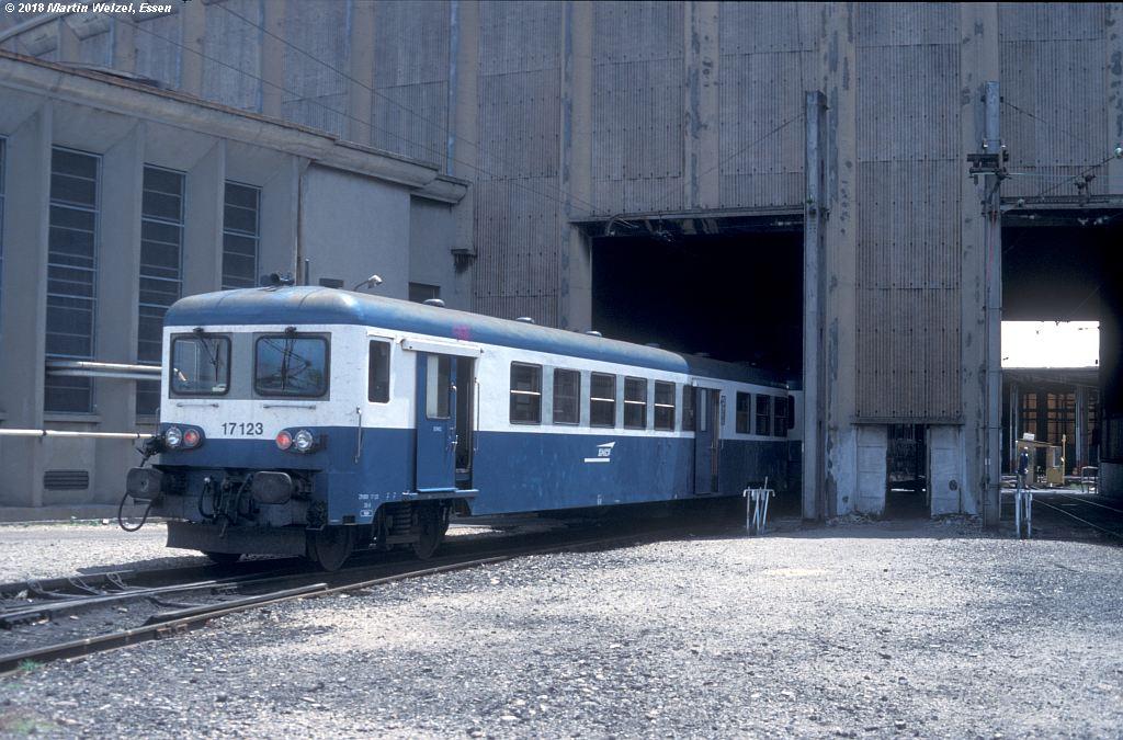 http://www.eisenbahnhobby.de/sncf/409-21_ZR17123_Avignon_11-7-00_S.jpg
