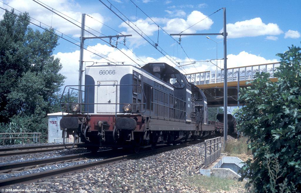 http://www.eisenbahnhobby.de/sncf/409-36_BB66066_Avignon-St-Veran_11-7-00_S.jpg