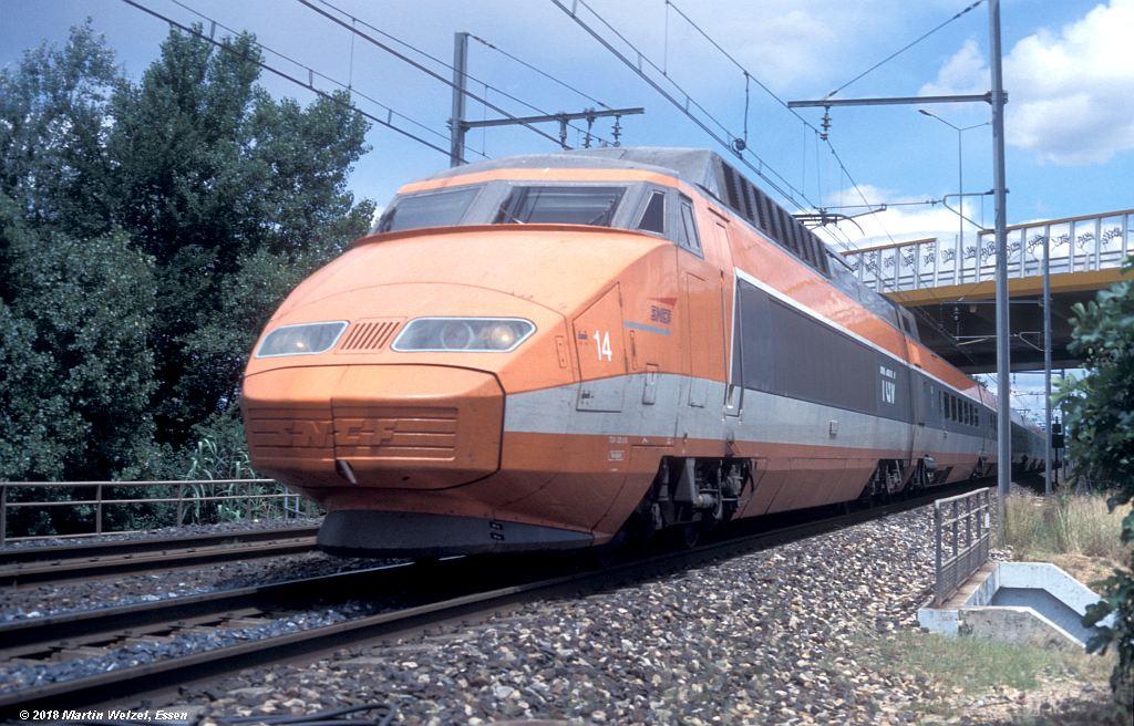 http://www.eisenbahnhobby.de/sncf/409-39_TGV23028_Avignon-St-Veran_11-7-00_S.jpg