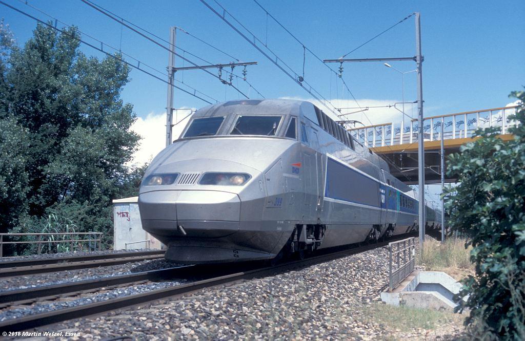 http://www.eisenbahnhobby.de/sncf/409-43_TGV24198_Avignon-St-Veran_11-7-00_S.jpg