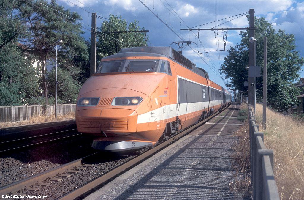 http://www.eisenbahnhobby.de/sncf/410-7_TGV23027_Frontignan_11-7-00_S.jpg
