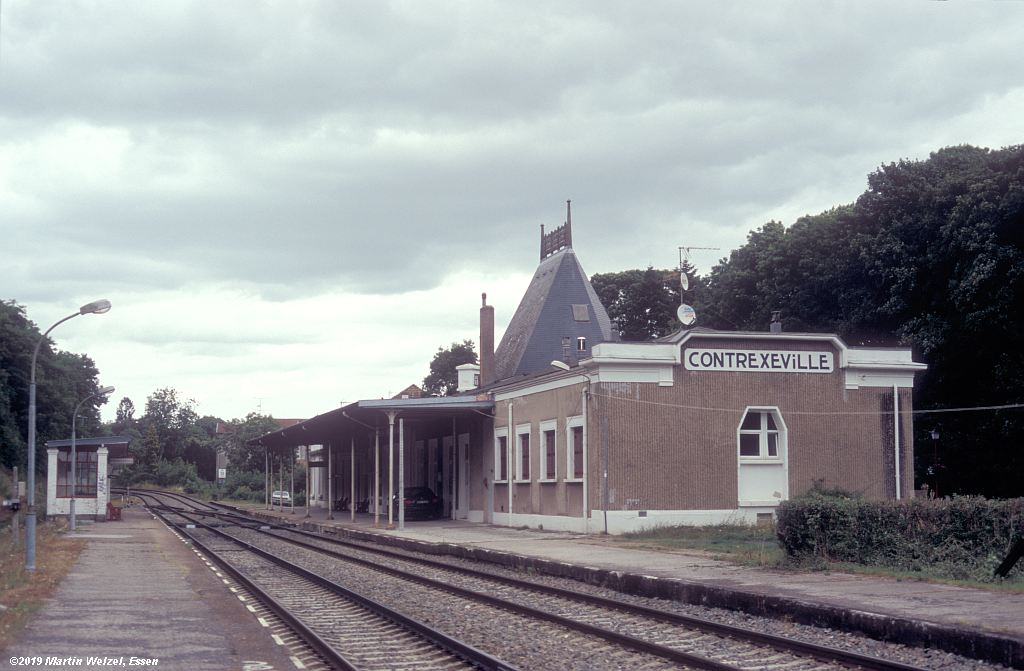 http://www.eisenbahnhobby.de/sncf/854-50_EG_Contrexeville_2008-08-02_S.jpg