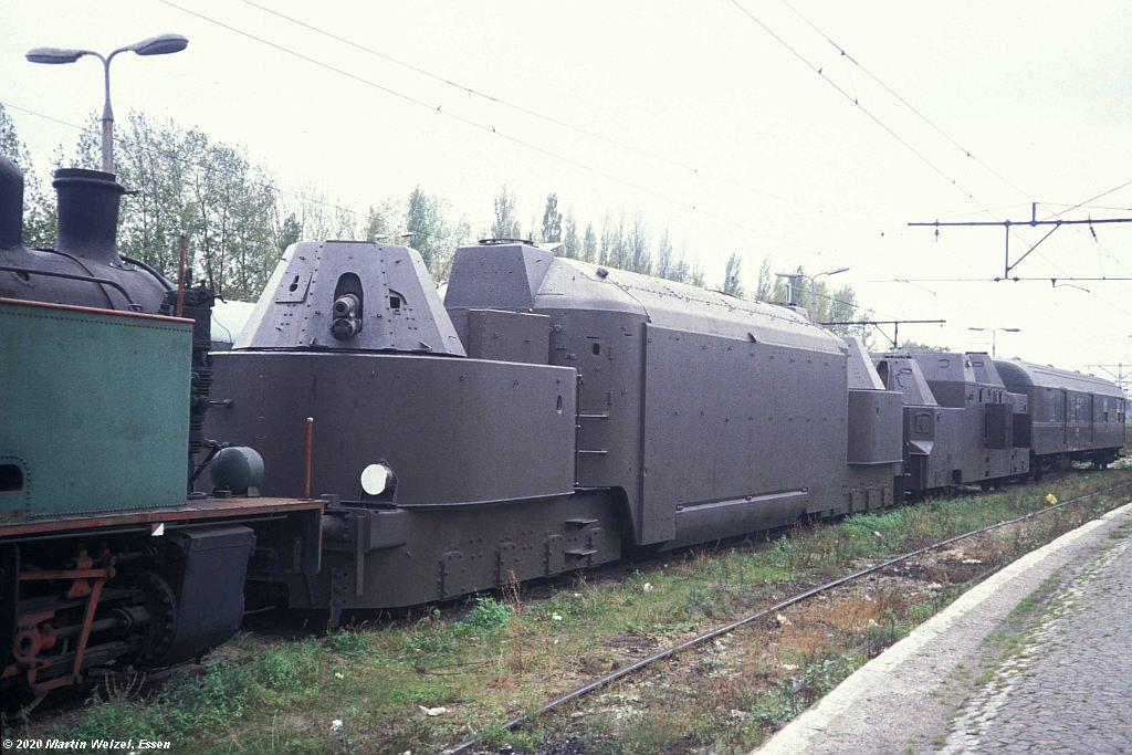 https://www.eisenbahnhobby.de/warschau/264-20_WR550D_Warszawa-Glowna_17.10.91_S.jpg